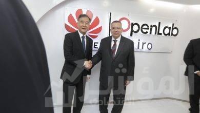 صورة رئيس المجلس الاستشاري الصيني مع وكيل مجلس النواب المصري يزوران هواوي مصر