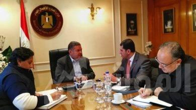 صورة وزير قطاع الأعمال العام يبحث مع الرئيس التنفيذي لهيئة الاستثمار الترويج لفرص استثمارية