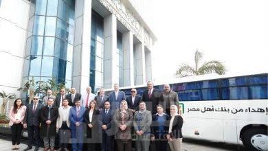 صورة البنك الأهلي المصري يسلم اتوبيسين لنقل طلاب جامعة بنها