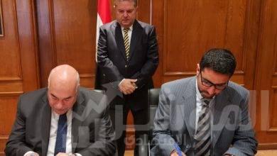 صورة وزير قطاع الأعمال العام يشهد توقيع عقداستشاريلتطوير الموارد البشرية  بالقابضة للغزل والنسيج وشركاتها التابعة