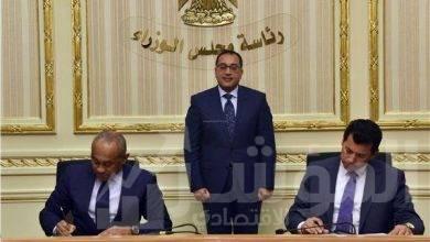 """صورة رئيس الوزراء يشهد إتفاقية تجديد استضافة مصر لمقر """"الكاف"""" لمدة 10 سنوات"""