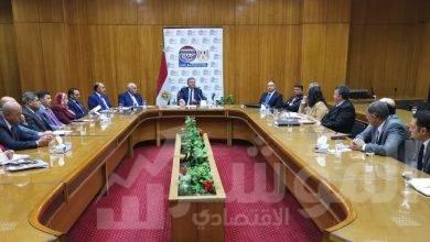 صورة وزير قطاع الأعمال العام يجتمع برؤساء الشركات القابضة ومديري وحدات التسويق المركزي