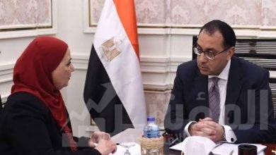 صورة رئيس الوزراء يتلقى تقريراً من وزيرة التضامن الاجتماعى بشأن التعامل مع متضررى منطقة الزرايب بحلوان