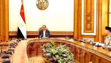 صورة السيسي يجتمعمع القائد العام للقوات المسلحة وزير الدفاع والإنتاج الحربي
