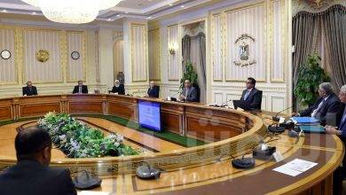 """صورة رئيس الوزراء يتابع موقف توافر المستلزمات الطبية والجهود المبذولة لمواجهة فيروس """"كورونا"""" المستجد"""