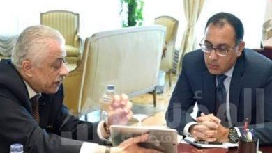 صورة رئيس الوزراء يتابع مع وزير التعليم إجراءات التعاقد على أجهزة التابلت للعام المُقبل