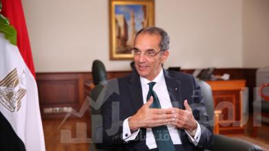"""صورة وزير الاتصالات يستعرض تقريرا حول مشروع منصة""""مصر الرقمية"""""""