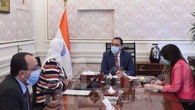 صورة رئيس الوزراء يستعرض مع وزيرة التضامن جهود تعزيز شبكة الحماية الاجتماعية