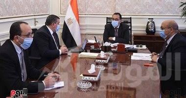 """صورة رئيس الوزراء يستعرض مع وزير الدولة للإعلام جهود التوعية الإعلامية لمواجهة فيروس """"كورونا"""""""