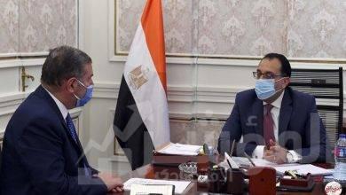 صورة رئيس الوزراء يستعرض مع وزير قطاع الأعمال العام ملفات عمل الوزارة