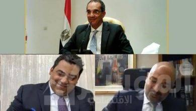 """صورة """" طلعت """" يشهد توقيع اتفاقية بين """"المصرية للاتصالات"""" و""""اتصالات مصر"""" لخدمات التراسل والبنية التحتية"""