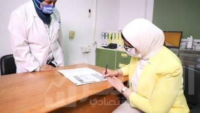 صورة وزيرة الصحة تتبرع بالدم.. وتوجه الشكر لكل من تبرع بعد تفعيل حملة الوزارة بالتعاون مع (فيسبوك)
