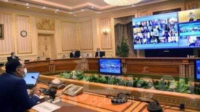 صورة رئيس الوزراء يستعرض تقريراً بمبادرات وزارة الاتصالات لتحقيق التحول الرقمي