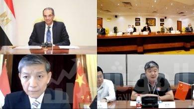 """صورة """"طلعت"""" يشهد توقيع اتفاق بين مركز الابتكار التطبيقي وشركة iFLYTEK الصينية"""