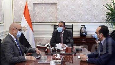 """صورة رئيس الوزراء يناقش مع وزير الإسكان المخطط المقترح لمشروع """"باب مصر """""""