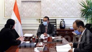 صورة رئيس الوزراء يتابع مع وزيرة الصناعة الموقف التنفيذي لإقامة مجمعات للصناعة