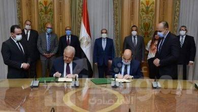 """صورة """"مرسى""""يشهد توقيع عقد لفتح مكتب لتسويق المنتجات المدنية للإنتاج الحربي في دولة """"كينيا"""""""