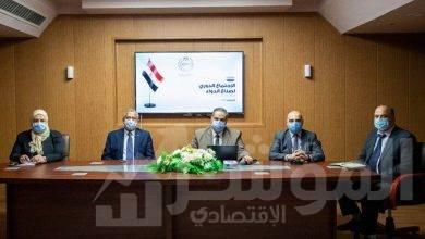 صورة رئيس هيئة الدواء يبحث سبل تطوير صناعة الدواء مع ممثلي الصناعة