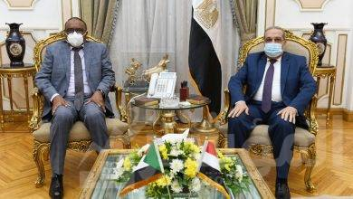 """صورة """" وزير للإنتاج الحربى """" يبحث مع """" مدير عام الصناعات الدفاعية السودانية"""" التعاون المشترك"""