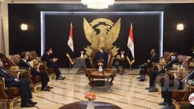 صورة رئيس الوزراء يلتقي رئيس مجلس السيادة السوداني
