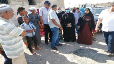صورة بسبب نقص المياه.. رئيس مدينة سفاجا تستجيب لشكاوى المواطنين بمنطقة زرزارة