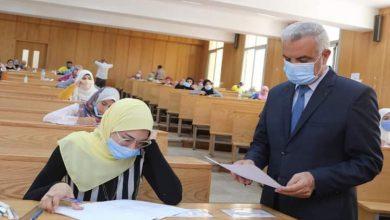صورة رئيس جامعة المنوفية يتفقد امتحانات الدراسات العليا بكلية التربية