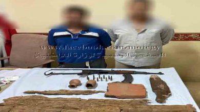 صورة إناء وتابوت.. ضبط متهمين بحوزتهما قطع أثرية من أعمال حفر بمنطقة سقارة