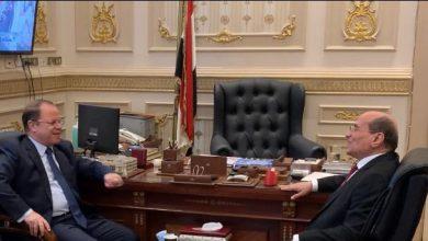 صورة النائب العام يهنئ رئيس القضاء الأعلى عقب أدائه اليمين لمباشرة مهام منصبه