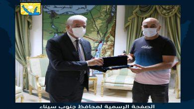 صورة أهداه مفتاح مدينة شرم الشيخ.. محافظ جنوب سيناء يستقبل حسام حسن