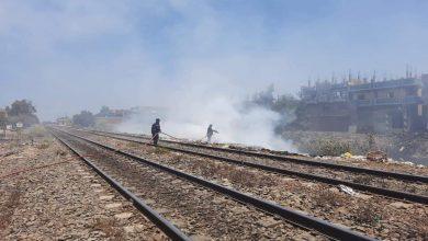صورة إخماد حريق بمقلب قمامة بجوار السكة الحديد بطنطا