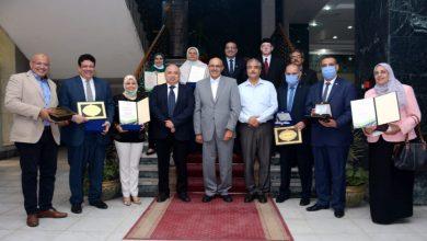 صورة تكريم أعضاء اللجنة التنفيذية للمنتدى البيئى الدولي الرابع بجامعة طنطا