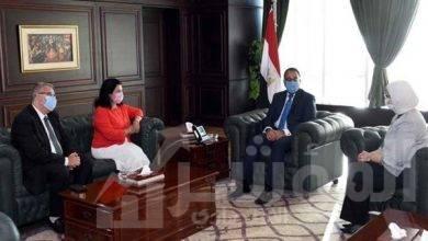 """صورة """" مدبولي"""" يعرب عن تمنياته بالتوفيق للدكتورة نعيمة القصير ممثل منظمة الصحة العالمية الجديد فى مصر"""