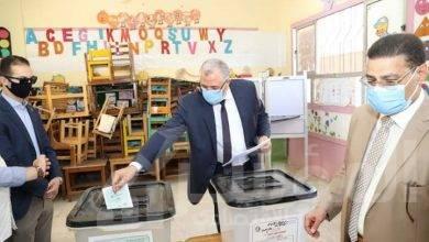 """صورة """"القصير"""" يدلى بصوته فى انتخابات مجلس الشيوخ"""
