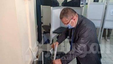 صورة وزير قطاع الأعمال العام يدلي بصوته في انتخابات مجلس الشيوخ