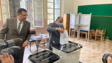"""صورة """"الشعراوى"""" يدلي بصوته في انتخابات مجلس الشيوخ بمدرسة الحرية بمصر الجديدة"""