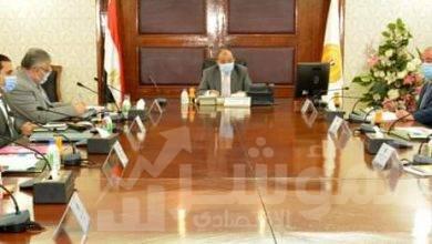 صورة وزير التنمية المحلية يرأس الإجتماع الأول للجنة العليا للمحال العامة