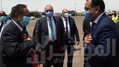 """صورة رئيس الوزراء السوداني يستقبل """"مدبولي"""" بمطار الخرطوم"""