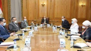 """صورة """"مرسى"""" يطلع على إمكانيات 6 شركات والأكاديمية المصرية للهندسة والتكنولوجيا المتقدمة"""