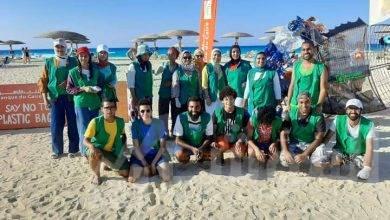 """صورة البيئة تشارك فى حملة """"بانلاستيك مصر """" لتنظيف شاطئ إحدى قرى الساحل الشمالى"""