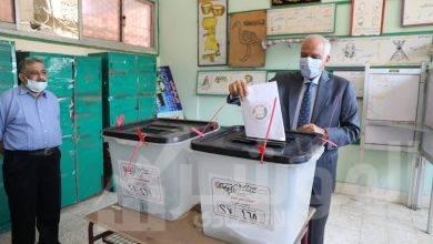 صورة محافظ الجيزة يدلي بصوته في انتخابات  الشيوخ ب أم الابطال الثانوية