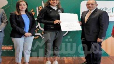 صورة البنك الأهلي المصري يكرم البطلة ميار شريف على إنجازها الغير مسبوق في تاريخ التنس المصري