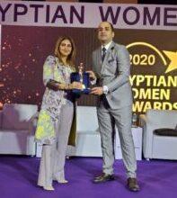 صورة فوز هبة السويدي بجائزة قلادة المرأة المصرية لدورها الريادي في معالجة القضايا المجتمعية
