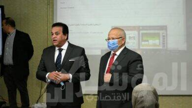 صورة عبدالغفار والخشت يشهدان أول تجربة ناجحة للمنصة التعليمية الذكية بجامعة القاهرة