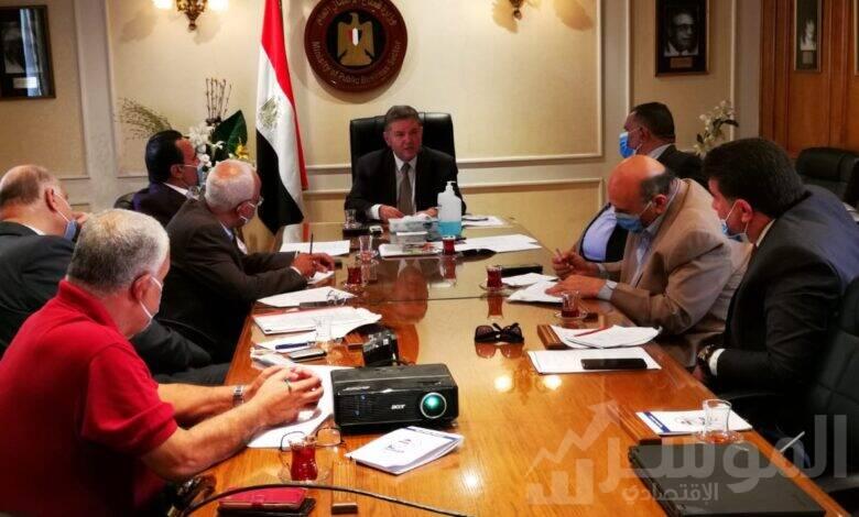 وزير قطاع الأعمال العام يلتقي عددًا من رؤساء النقابات العامة
