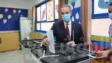 صورة وزير الاتصالاتيدلي بصوته في انتخابات مجلس النواب في محافظة الجيزة
