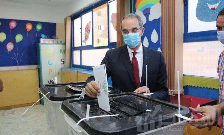 وزير الاتصالا يدلي بصوته في انتخابات مجلس النواب