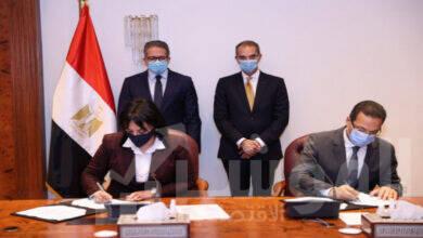 صورة وزيرا السياحة والاتصالاتيشهدان توقيع بروتوكول  لتطوير البنية التكنولوجية لوزارة السياحة والآثار