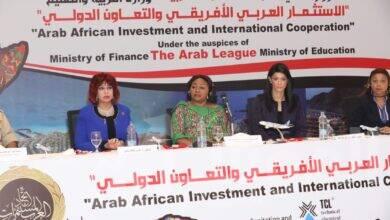 صورة يسى :تقدم التهنئة للرئيس السيسي بعيد مولده وهدية المستثمرات العرب أمام مؤتمر الاتحاد