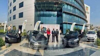 صورة البنك الأهلي المصري يسلم 6 سيارات للفائزين