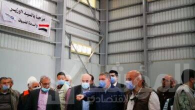 صورة وزير قطاع الأعمال العام يتفقد تطوير محلج القطن بالزقازيق